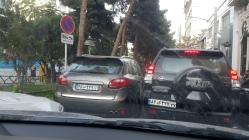 Um Porsche Cayenne em Teerã, sinal que as coisas lá estão indo bem para algumas pessoas