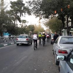 Ciclistas em Teerã